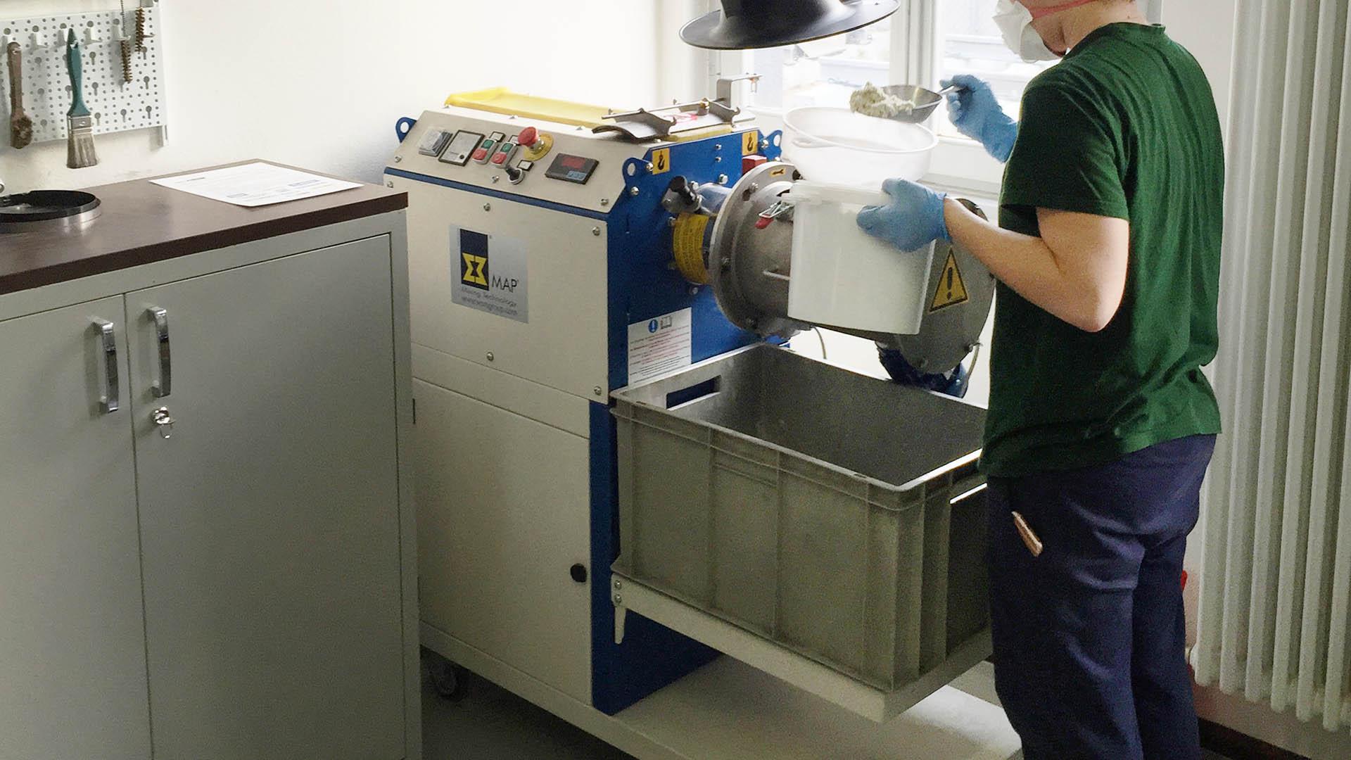 Labormischer MLH-30 im Testlabor für Bremsbelege