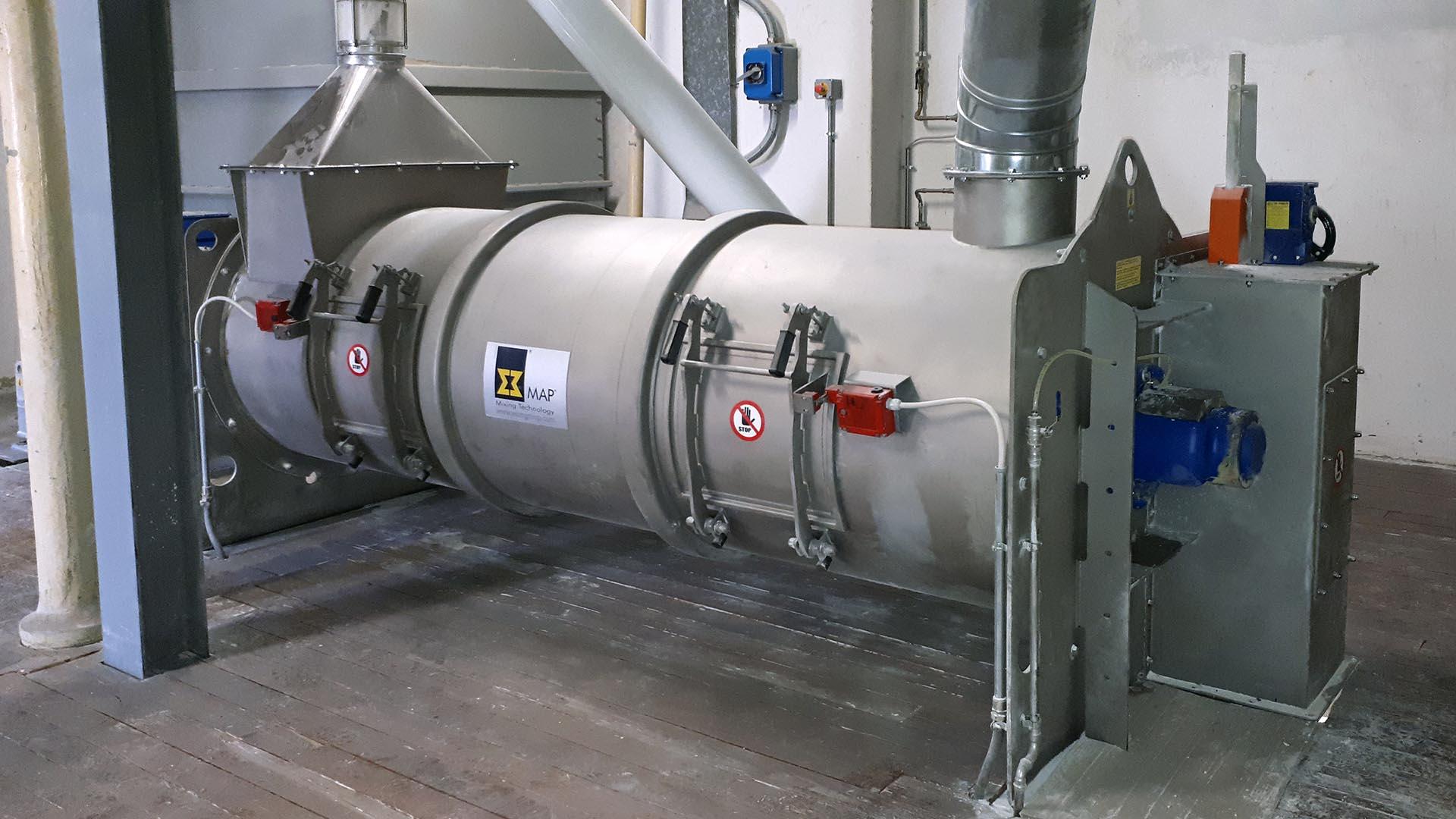 Kontinuierlicher Einwellenmischer WAHF 3000 in einer Getreidemühle.